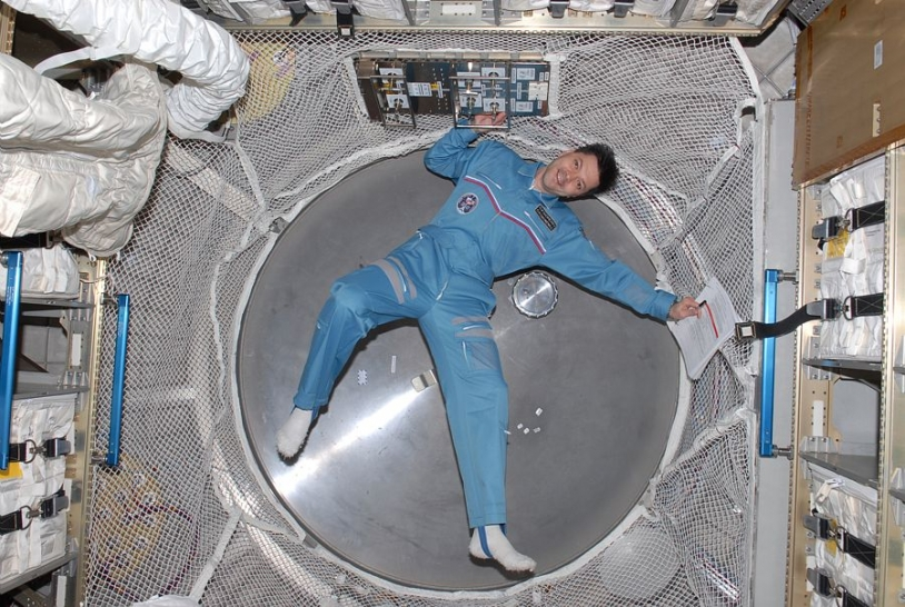 Le cosmonaute Oleg Kononenko dans l'ATV. Crédits : NASA.