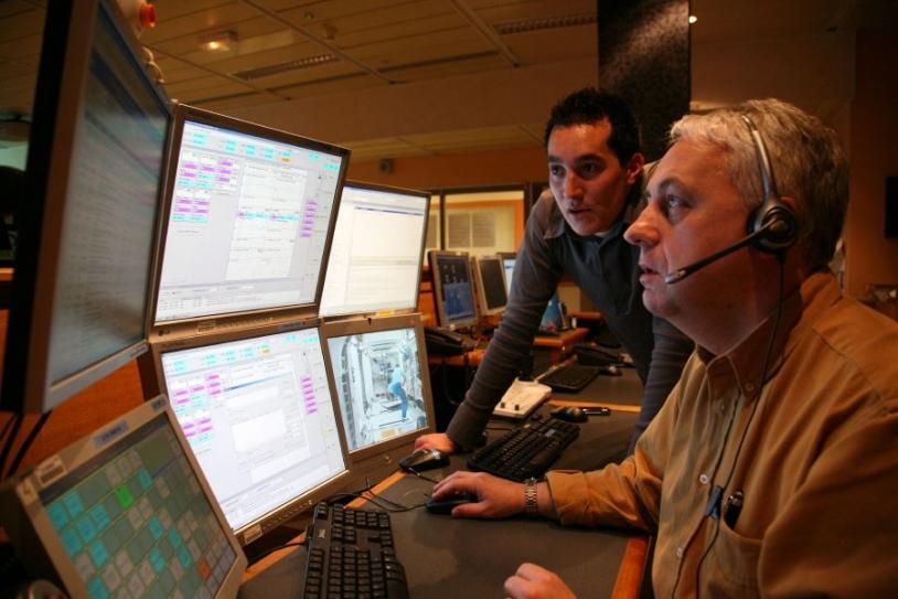 Les scientifiques vont piloter le dispositif depuis le CADMOS à Toulouse. Crédits : CNES/P. Jalby.