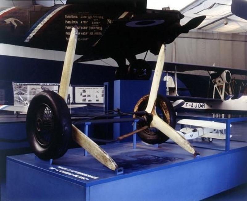 Le train d'atterrissage de l'Oiseau Blanc, largué après le décollage, est exposé au musée de l'Air et de l'Espace du Bourget. Crédits : Association La recherche de l'Oiseau Blanc.