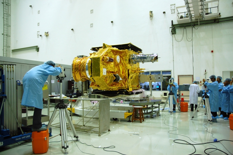 Fin de la préparation du satellite sur la base de lancement de Sriharikota, en Inde. Crédits : ISRO.