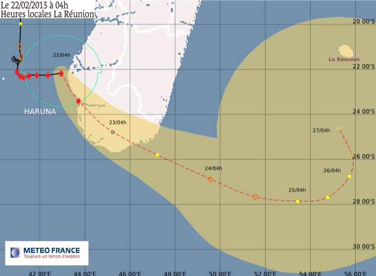 Forecast track of Cyclone Haruna on 22 February, from the south of Madagascar to Réunion. Credits: Meteo France.