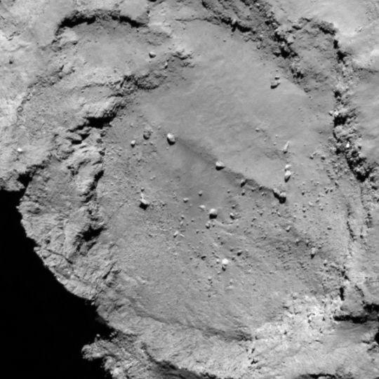 La zone B est située sur le petit lobe du noyau de 67P. Crédits : ESA/Rosetta/MPS for OSIRIS Team MPS/UPD/LAM/IAA/SSO/INTA/UPM/DASP/IDA.