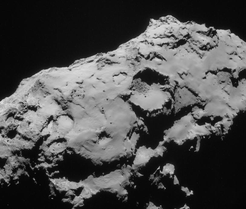 Image prise le 21 septembre par la caméra de navigation de Rosetta. Le site de secours C se situe un peu à gauche du centre du champ. Crédits : ESA/Rosetta/NavCam.