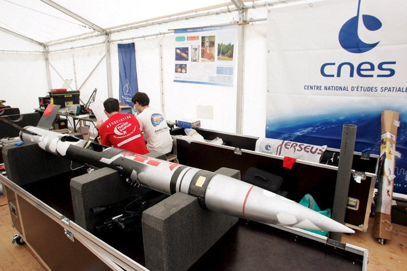 Préparation au lancement des fusées du programme Perseus du CNES. Crédits : CNES - Agence REA/Gilles Rolle.
