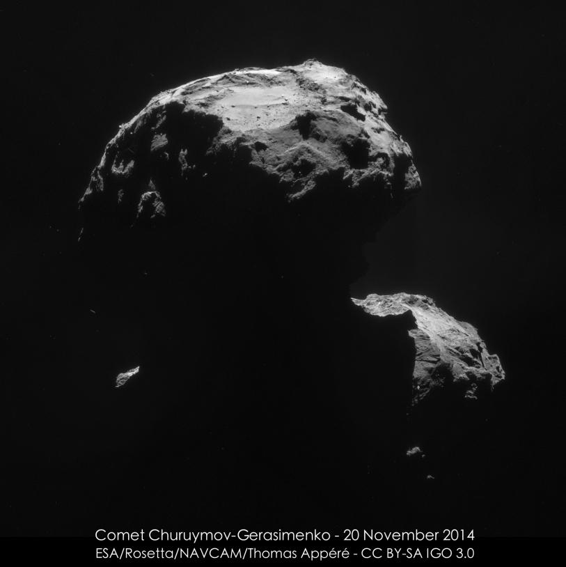 Gros plan sur la région d'atterrissage probable de Philae après ses 2 rebonds. Images de la caméra de navigation de Rosetta (20/11 ; 30,5 km du centre du noyau ; 2,6 m/pixel) ; assemblage Thomas Appéré. Crédits : ESA/Rosetta/NavCam–CC BY-SA ...